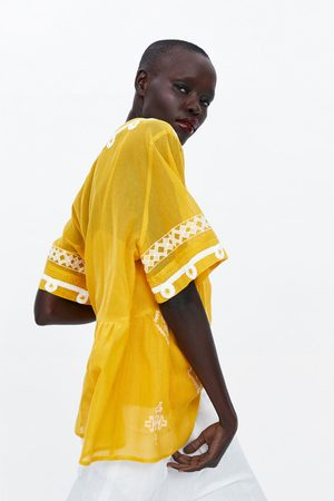 Zara Naiset Paidat - Textured top with embroidery