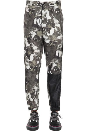 MARCELO BURLON Miehet Housut - Camo Cross Logo Nylon Track Pants