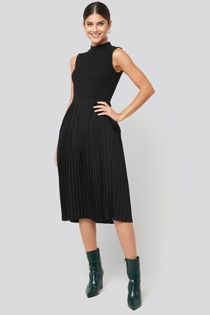 NA-KD Midi Sleeveless Pleated Dress - Black