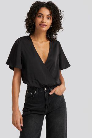 NA-KD Wrap Over Short Sleeve Body - Black