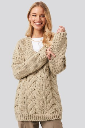 NA-KD Wool Blend V-Neck Heavy Knitted Cable Sweater