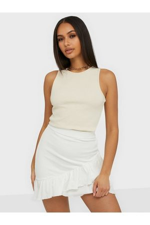 NLY Trend Naiset Minihameet - Frill Structured Skirt