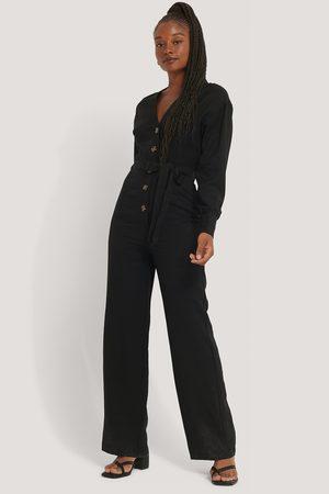 Misslisibell x NA-KD Wrinkle Shoulder Jumpsuit - Black