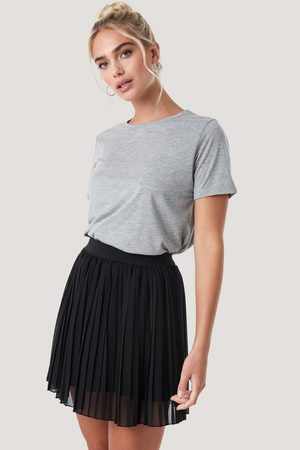 NA-KD Mini Pleated Skirt - Black