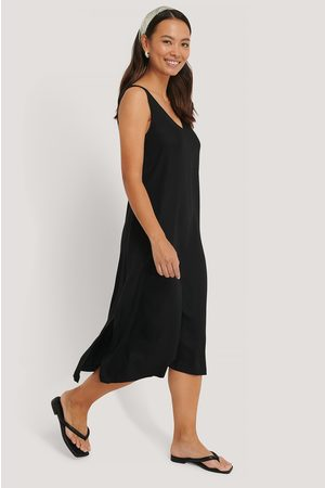 NA-KD V-Neck Sleeveless Midi Dress - Black