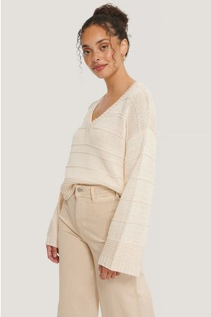 NA-KD Slouchy V-neck Knitted Sweater