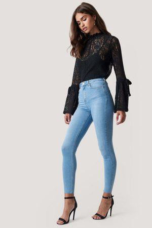 NA-KD Naiset Korkeavyötäröiset - Skinny High Waist Raw Hem Jeans - Blue