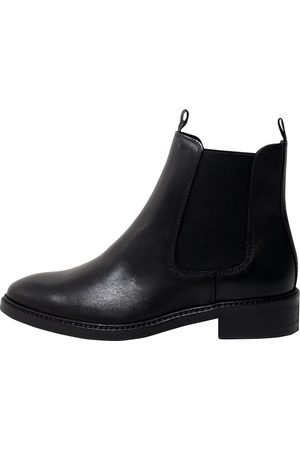 EDITED the label Chelsea boots 'Aida
