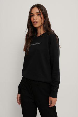 Calvin Klein Naiset Collegepaidat - Svetari Pyöreällä Pääntiellä - Black