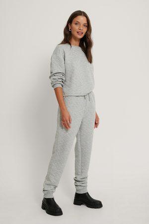 Lisa-Marie Schiffner x NA-KD Collegehousut - Grey