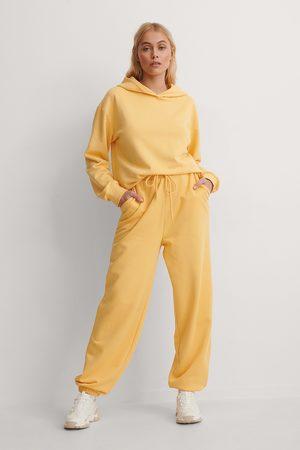 NA-KD Naiset Collegehousut - Orgaaninen Collegehousut - Yellow