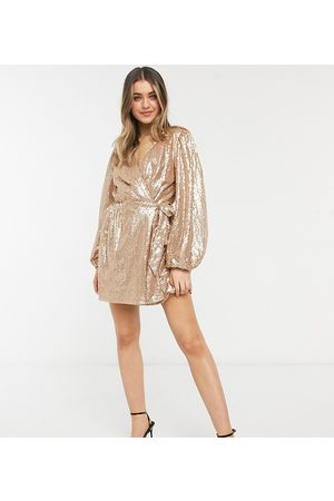 In The Style Naiset Juhlamekot - Exclusive sequin square wrap detail mini skater dress in gold