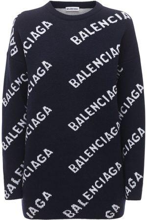 Balenciaga Naiset Collegepaidat - All Over Logo Wool Knit Crewneck Sweater