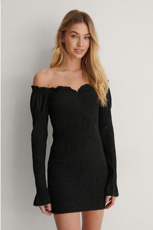 Lisa-Marie Schiffner x NA-KD Off Shoulder -Mekko - Black