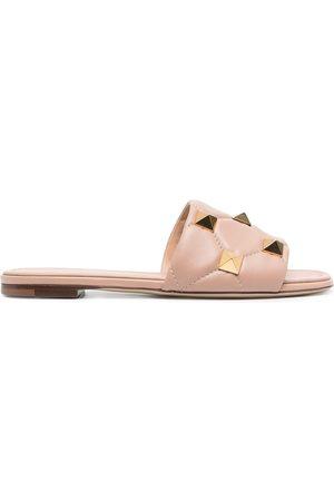 Valentino Garavani Naiset Sandaalit - Rockstud quilted flat sandals