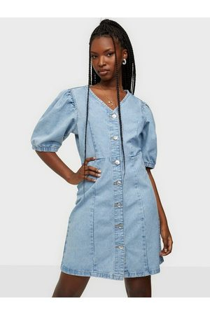 Pieces Pcgili Ss V-Neck Coloured Denim Dre Light Blue Denim