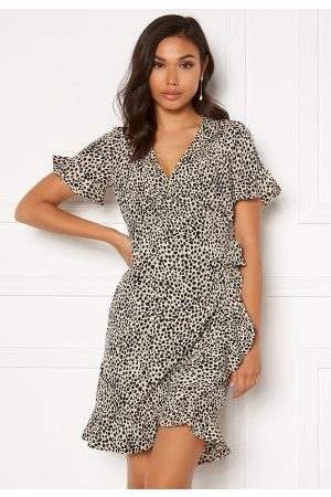 Vero Moda Henna 2/4 Wrap Frill Dress Oatmeal/ AOP: Lizzy XL