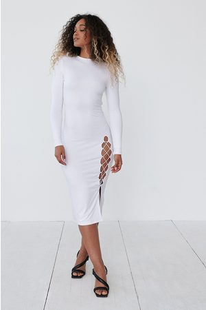 Angelica Blick x NA-KD Avoselkäinen Mekko Halkiodetaljilla - White