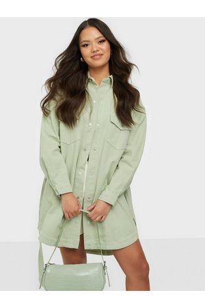 Missguided Naiset Kesämekot - Contrast Stitch Belted Denim Dress