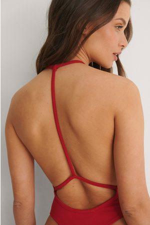 Bella Michlo x NA-KD Body Selän Detaljilla - Red