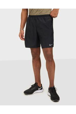 Nike Miehet Shortsit - M Nk Df Challenger Short 72IN1 Treenishortsit Musta