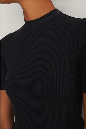 Calvin Klein Naiset Paidat - Resorimainen T-paita Logolla - Black