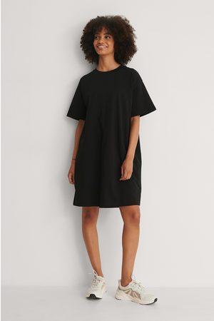 NA-KD Naiset Rennot Mekot - Orgaaninen Boxy T-paitamekko - Black