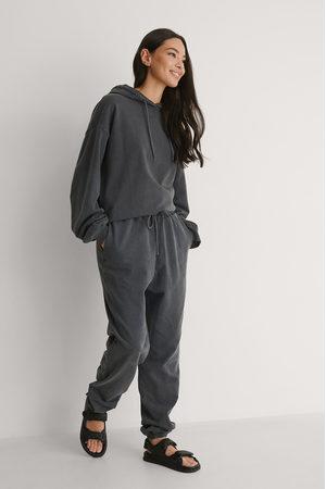 NA-KD Naiset Collegehousut - Kloorivärjätyt Collegehousut - Grey