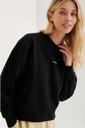 Calvin Klein Orgaaninen Collegepaita, Brändi Pienellä Tekstillä - Black