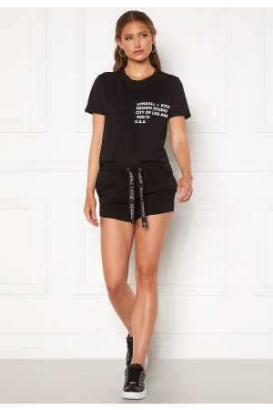 KENDALL + KYLIE Naiset Shortsit - K&K Active Turn Me On Shorts Black M