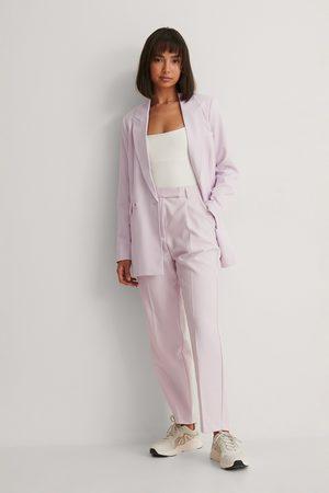 NA-KD Naiset Suorat - Kierrätetty Lyhyet Puvunhousut - Purple