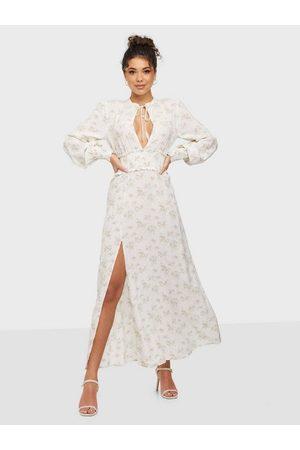 NLY Trend Naiset Juhlamekot - Smock Slit Dress