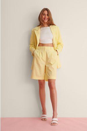 Curated Styles Ylisuuri Pellavashortsit - Yellow