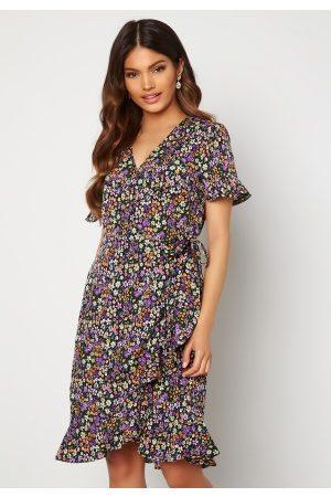 ONLY Naiset Printtimekot - Olivia S/S Wrap Dress Black / Shore Flower 36