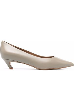 12 STOREEZ Pointed leather pumps