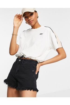 Levi's Levi's ginger front logo drawstring cropped t-shirt in white
