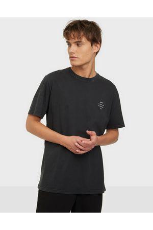 NEUW Miehet T-paidat - Band Tee T-paidat ja topit Black