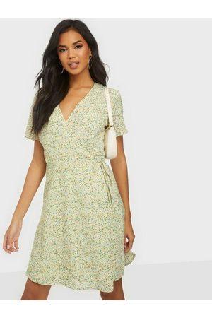 Moss Copenhagen Naiset Rennot Mekot - Evette Wrap Dress AOP