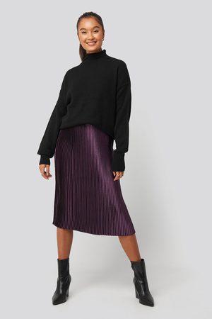 NA-KD Shiny Pleated Skirt - Purple