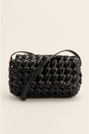 NA-KD Naiset Olkalaukut - Suuri Letitetty Crossbody-laukku - Black