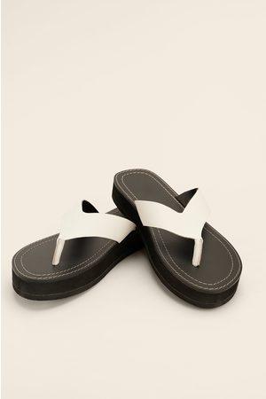 NA-KD Shoes Nahkaiset Varvasrengassandaalit - White