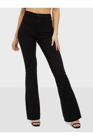 Pieces Naiset Leveälahkeiset - Pchighskin Flared Pant Blc Noos Bc