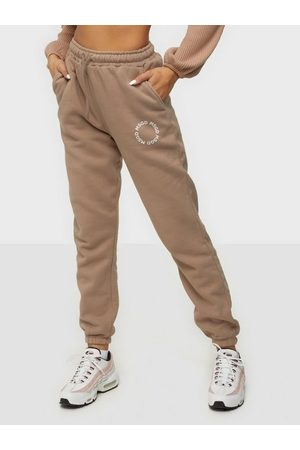 Missguided Naiset Collegehousut - MSGD Graphic Jogger