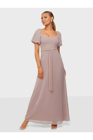 NLY Eve Cute Puff Sleeve Gown