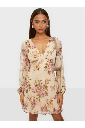 NLY Date Me Flounce Dress