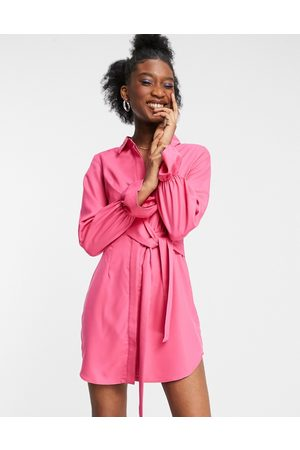 In The Style Naiset Juhlamekot - X Billie Faiers drape shirt dress with tie front detail in pink