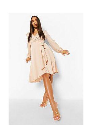 Boohoo Naiset Midimekot - Wrap Over Ruffle Hem Belted Midi Dress