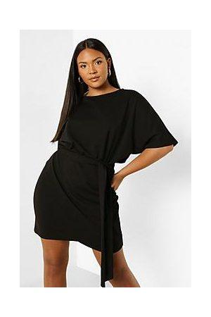 Boohoo Naiset Kesämekot - Plus Tie Belt Wrap Dress