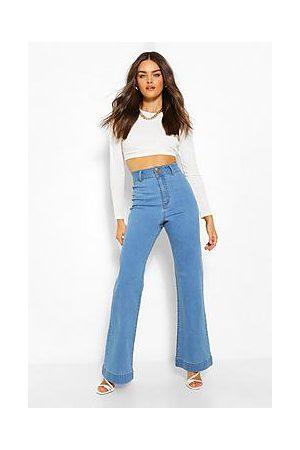Boohoo Basic Fitted Denim Flared Jeans