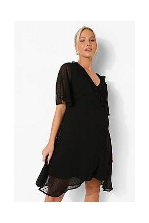 Boohoo Naiset Rennot Mekot - Maternity Dobby Ruffle Wrap Skater Dress